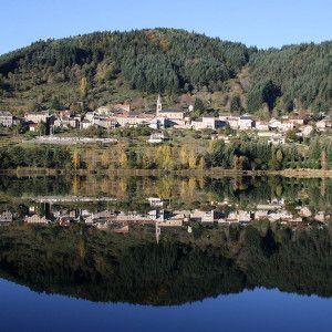 Le village vu du lac