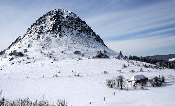 Le Mont Gerbier de Jonc sous la neige